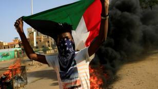 متظاهر سوداني-