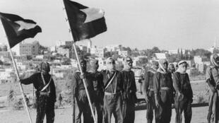 مقاتلون فلسطينيون قرب العاصمة الأردنية عمان في شهر آب 1970
