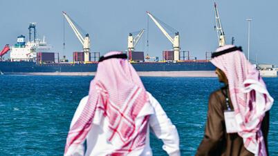 ناقلة نفط في ميناء رأس الخير في المملكة العربية السعودية