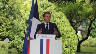 الرئيس الفرنسي إيمانويل ماكرون في جزيرة كورسيكا