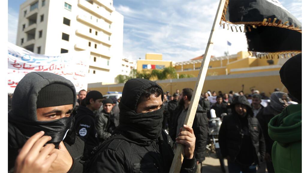 سلفيون يتظاهرون أمام السفارة الفرنسية في غزة احتجاجا على رسومات شارلي إيبدو 19-01-2015