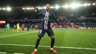 نيمار بعد تسجيله الهدف الأول لصالح سان جرمان أمام دورتموند الألماني يوم 11 مارس 2020