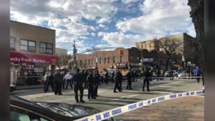 / طوق أمني حول موقع إطلاق النار على رجل أسود في بروكلين بنيويورك
