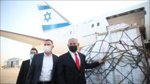رئيس الوزراء الإسرائيلي بنيامين نتانياهو في مطار اللد