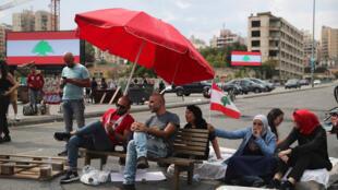 محتجون لبنانيون-