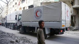 شاحنات المساعدات الانسانية في طرقيها إلى الغوطة