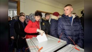 ناخبون روسيون بصدد الاقتراع