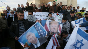متظاهرون في غزة ضد خطة الرئيس الأمريكي دونالد ترمب