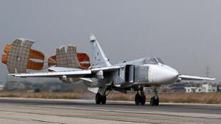 قاذفة روسية في قاعدة اللاذقية العسكرية، سوريا ( 16-12-2015)
