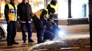 """شرطة السويد تداهم شقة بعد هجوم بسكين يشتبه أن له """"دوافع إرهابية"""""""