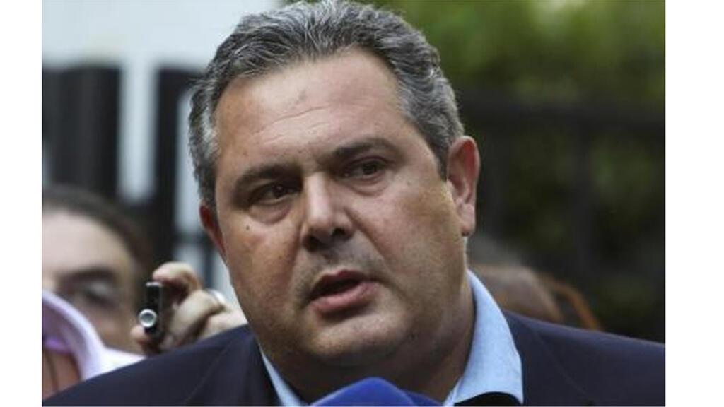 وزير الدفاع اليوناني بانوس كامينوس