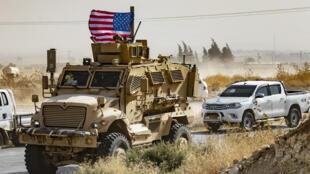 قوات أمريكية بالقرب من الحدود السورية التركية يوم 6 اكتوبر 2019