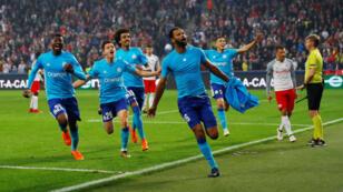 فرحة لاعبي فريق مرسيليا بعد تسجيل رونالدو هدف الـتأهل إلى نهائي الدوري الأوروبي لكرة القدم ضد سالسبورغ