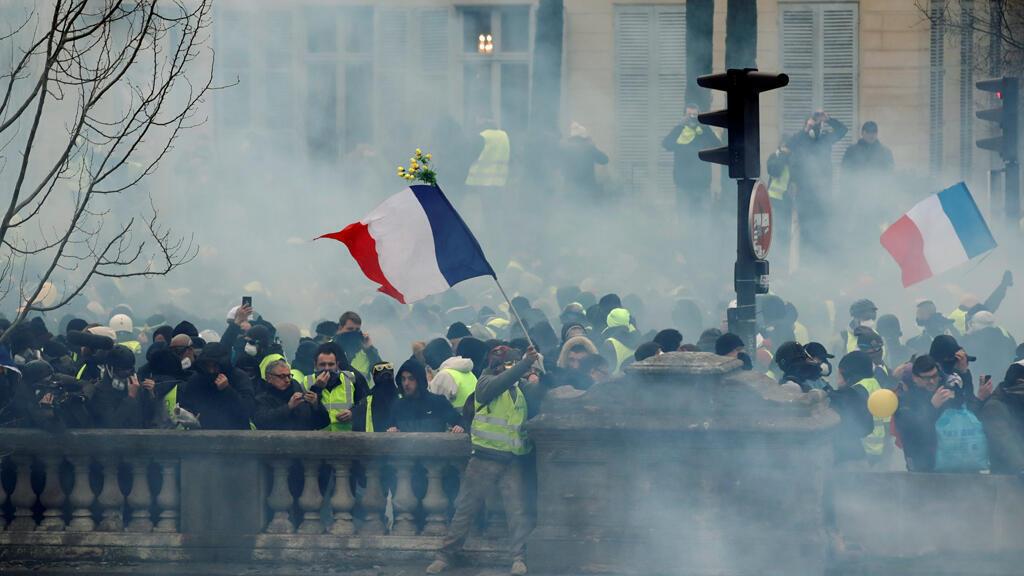 """مظاهرة """"السترات الصفراء"""" في باريس -"""