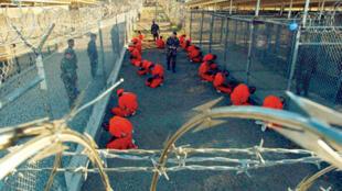 معتقل غوانتانامو ( كانون الثاني- يناير 2002 )