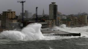 ارتفاع الأمواج على شاطئ هافانا بسبب إعصار إيرما 09-09-2017