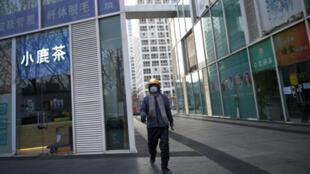 حي تجاري في العاصمة بكين خال من الرواد يوم 18 فبراير/ شباط 2020