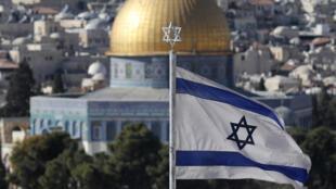 العلم الإسرائيلي يرفرف في القدس