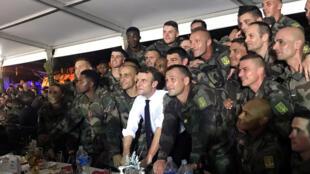 ماكرون يحتفل بعيد الميلاد مع الجنود الفرنسيين في ساحل العاج