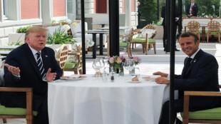 الرئيسان الفرنسي والامريكي في قمة مجموعة السبعة