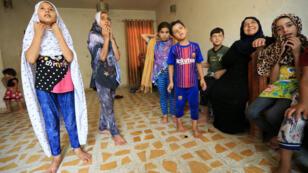 العراقية سناء إبراهيم صحبة أحفادها