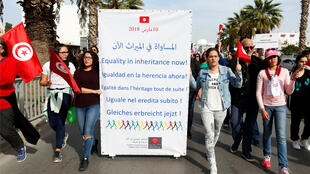 نساء يتظاهرن في تونس للمطالبة بالمساواة في الميراث/ رويترز 10-03-2018