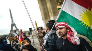جالية كردية تتظاهر في باريس
