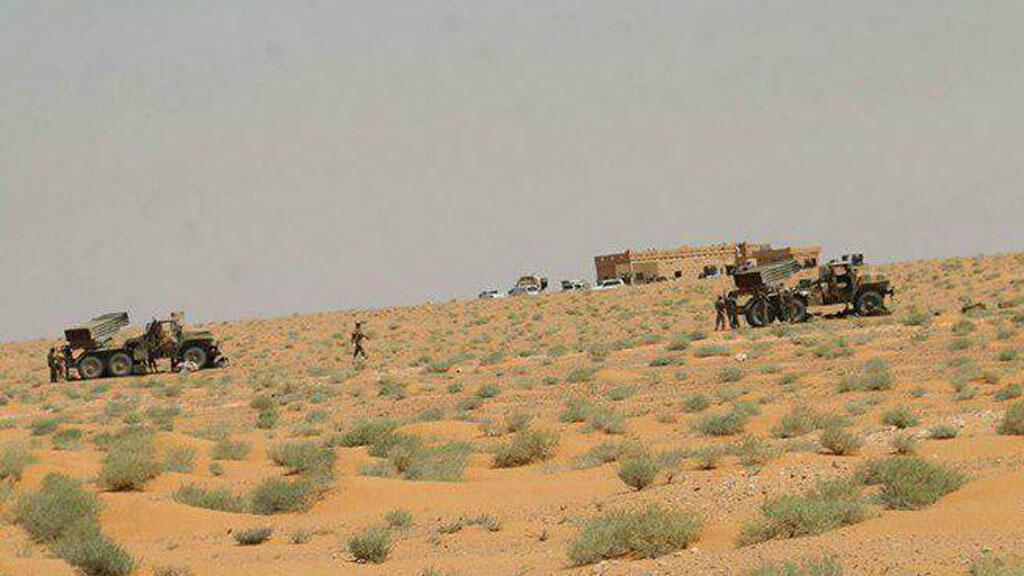 صورة لقوات الجيش النظامي السوري بالقرب من مطار دير الزور