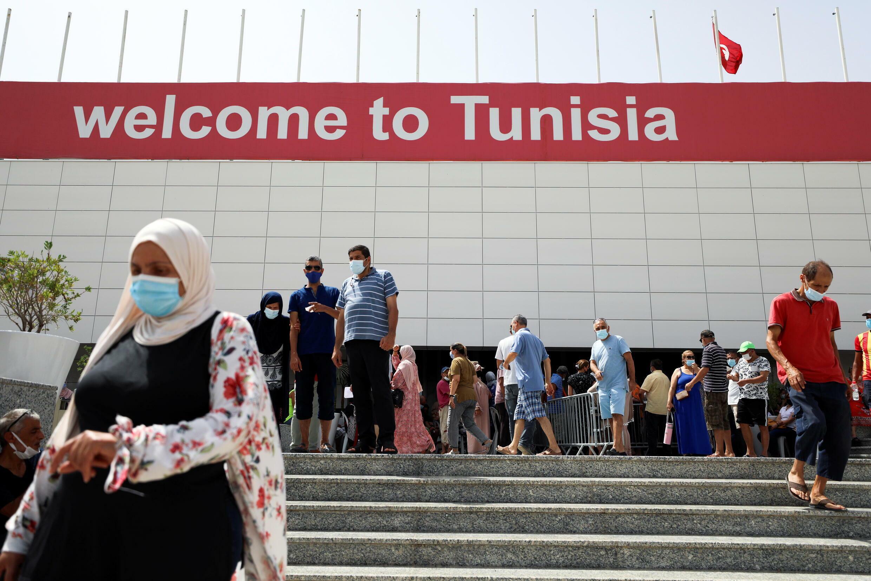 2021-08-01T110007Z_222607835_RC2BWO9205RZ_RTRMADP_3_TUNISIA-POLITICS-HEALTH