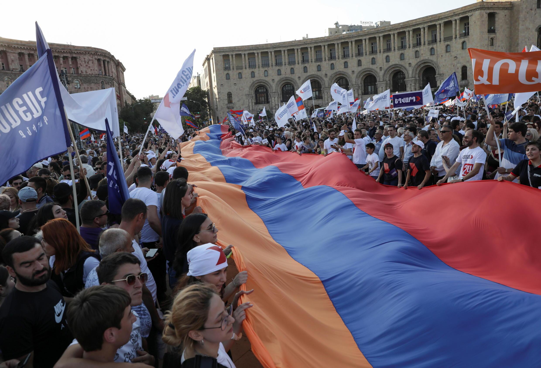 2021-06-18T172949Z_1693024942_RC233O98MURK_RTRMADP_3_ARMENIA-ELECTION