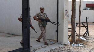 عنصر تابع لقوات حكومة الوفاق الوطني الليبية