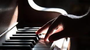 موسيقى- بيانو