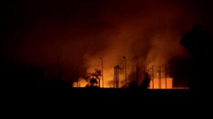 حريق في بلدة تل أبيض الواقعة على الحدود في سوريا-