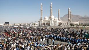 أنصار للحوثيين يشاركون في تشييع قتلى سقطوا خلال الاشتباكات الأخيرة في صنعاء 07-12-2017