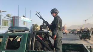 رجل شرطة أفغاني