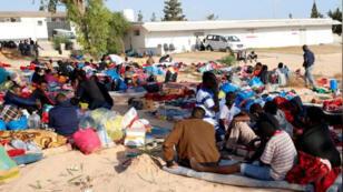 مهاجرون في مركز الاحتجاز في تاجوراء بطرابلس-