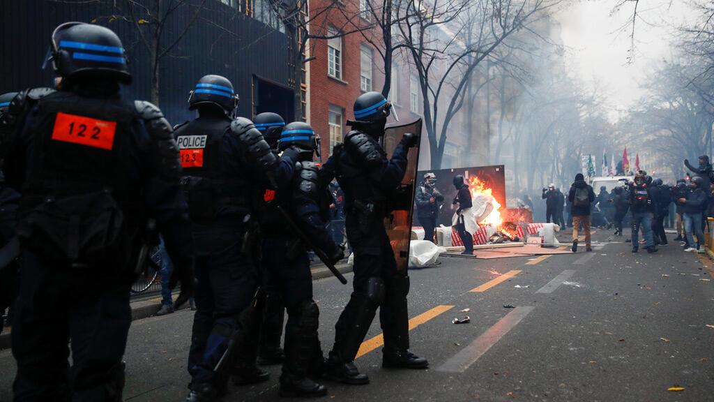 من مظاهرات باريس اعتراضاً على قانون الأمن الشامل