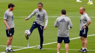 مدرب المنتخب الإسباني لكرة القدم لويس إنريكي