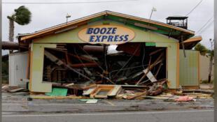 دمار خلفه الإعصار مايكل بولاية فلوريدا الأمريكية يوم الأربعاء