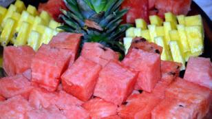 فاكهة البطيخ والأناناس