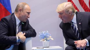 الرئيس الأمريكي دونالد ترامب ونظيره الروسي فلاديمير بوتين في قمة العشرين ببرلين
