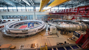 """عمليات بناء أجزاء من المغناطس في موقع المفاعل """"إيتير"""" النووي الفرنسي العملاق"""