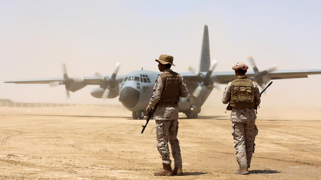 قوات سعودية في مطار مأرب في اليمن