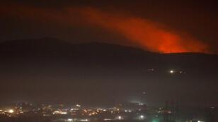 دخان يتصاعد قرب دمشق