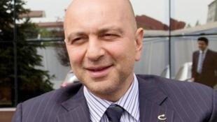 رجل الأعمال التركي اكين ايبك