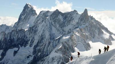 التزلج على الثلج نشاط يهدده التغير المناخي في سلسلة جبال الألب الأوروبية