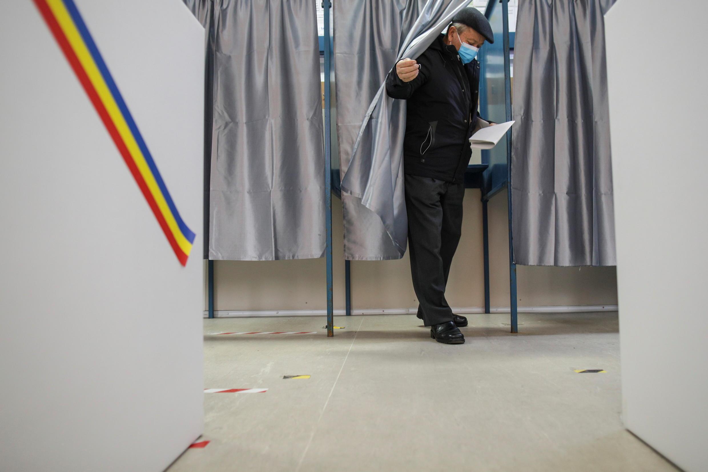 2020-12-06T112950Z_1294364853_RC2NHK9LLRHR_RTRMADP_3_ROMANIA-ELECTION