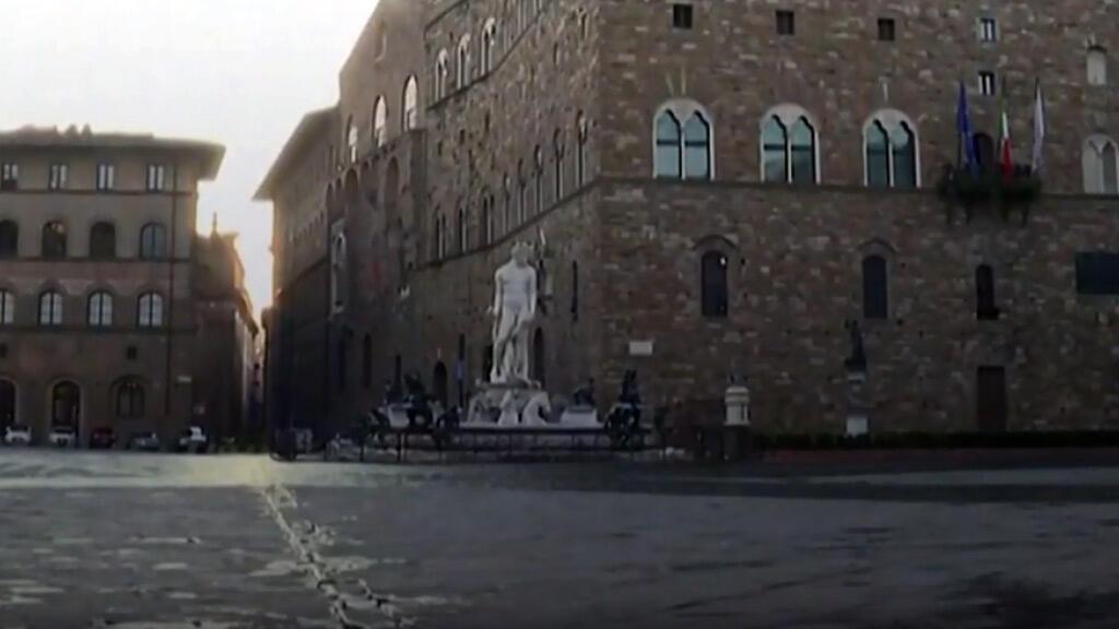 خلوّ شوارع روما من المارّة بسبب فيروس كورونا