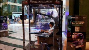 """حجيرات """"مان بود"""" في مركز تجاري في مدينة شنغهاي، الصين"""