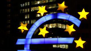 من أمام مقر البنك المركزي الأوروبي في فرانكفورت/ ألمانيا